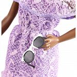 Barbie Fashionista barátnők - alacsony afroamerikai baba lila ruhában (kép 3)