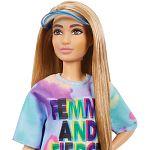 Barbie fashionista barátnők - alacsony szőke baba színes ruhában simléderrel (kép 2)