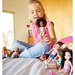 Barbie Chelsea babák - barna bőrű kislány virágos felsőben (kép 3)